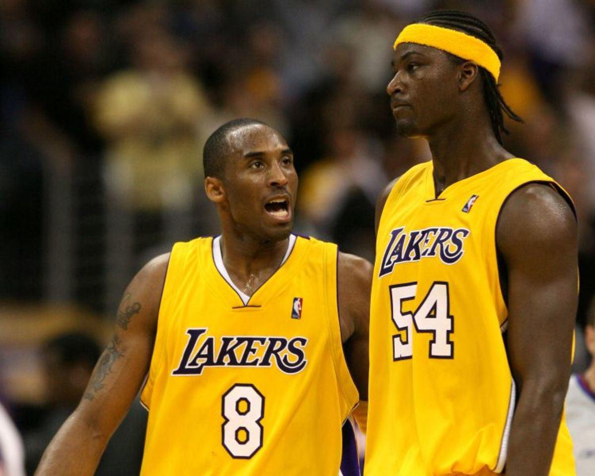Former_Los_Angeles_Lakers_Kobe_Bryant_left_and_Kwame_Brown_during_a_game_against_the_Phoenix_Sun_31742_16174.jpg