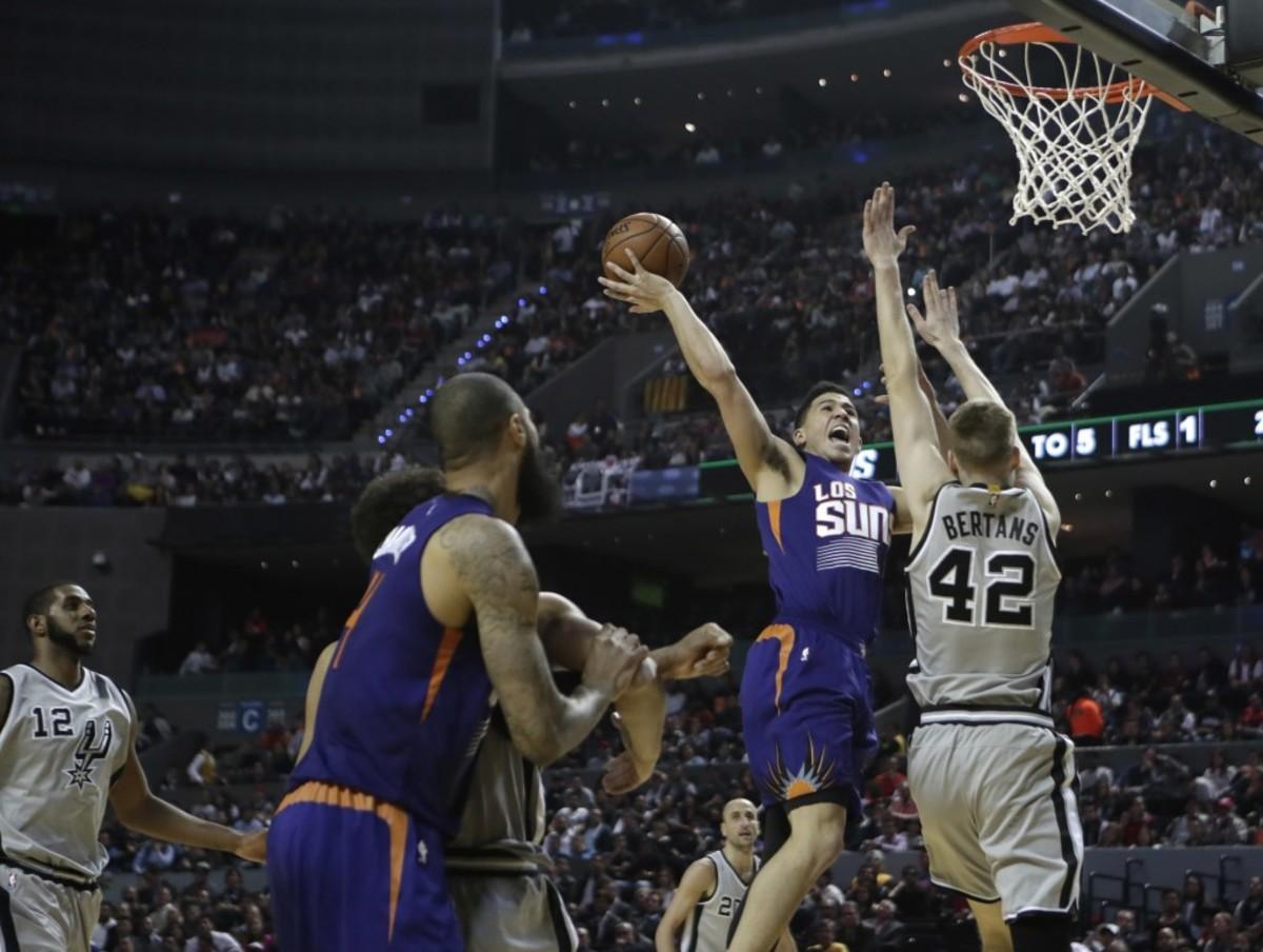 Mexico-Suns-Spurs-Bas_Nava
