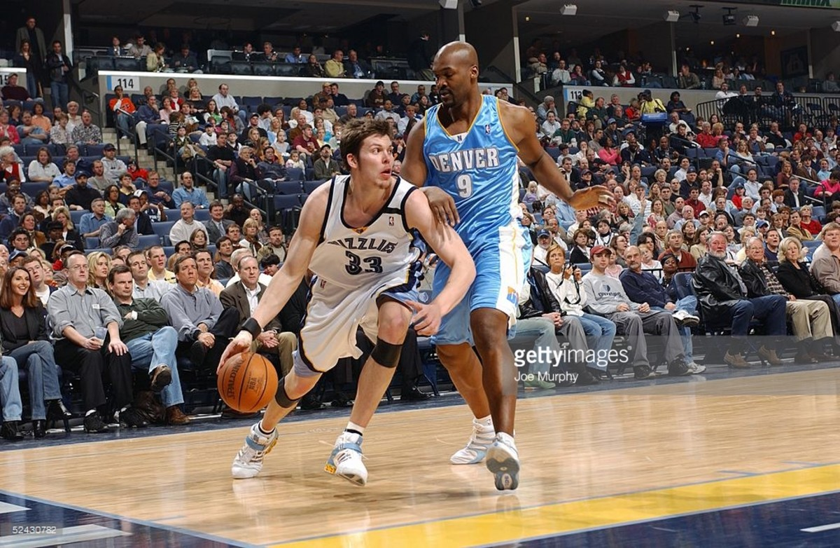 MEMPHIS- FEBRUARY 25:  Mike Miller #33 of the Memphis Grizzlies drives around Bryon Russell #9 of shoots the Denver Nuggets during the game at FedEx Forum on February 25, 2005 in Memphis, Tennessee. The Nuggets won 97-94 in overtime. NOTE TO USER: User expressly acknowledges and agrees that, by downloading and/or using this Photograph, user is consenting to the terms and conditions of the Getty Images License Agreement. Mandatory Copyright Notice: Copyright 2005 NBAE (Photo by Joe Murphy/NBAE via Getty Images) *** Local Caption *** Mike Miller;Bryon Russell