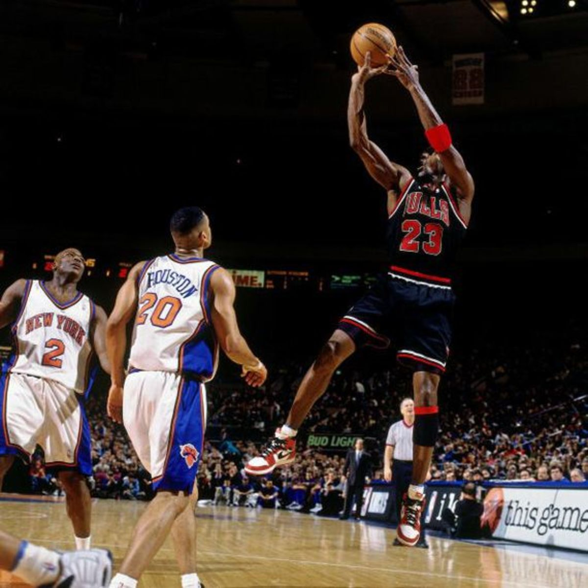 """Michael Jordan Once Wore Small Size Shoes Against The Knicks: """"By Halftime My Feet Are Bleeding, But I'm Having A Good Game, I Don't Want To Take Them Off."""""""