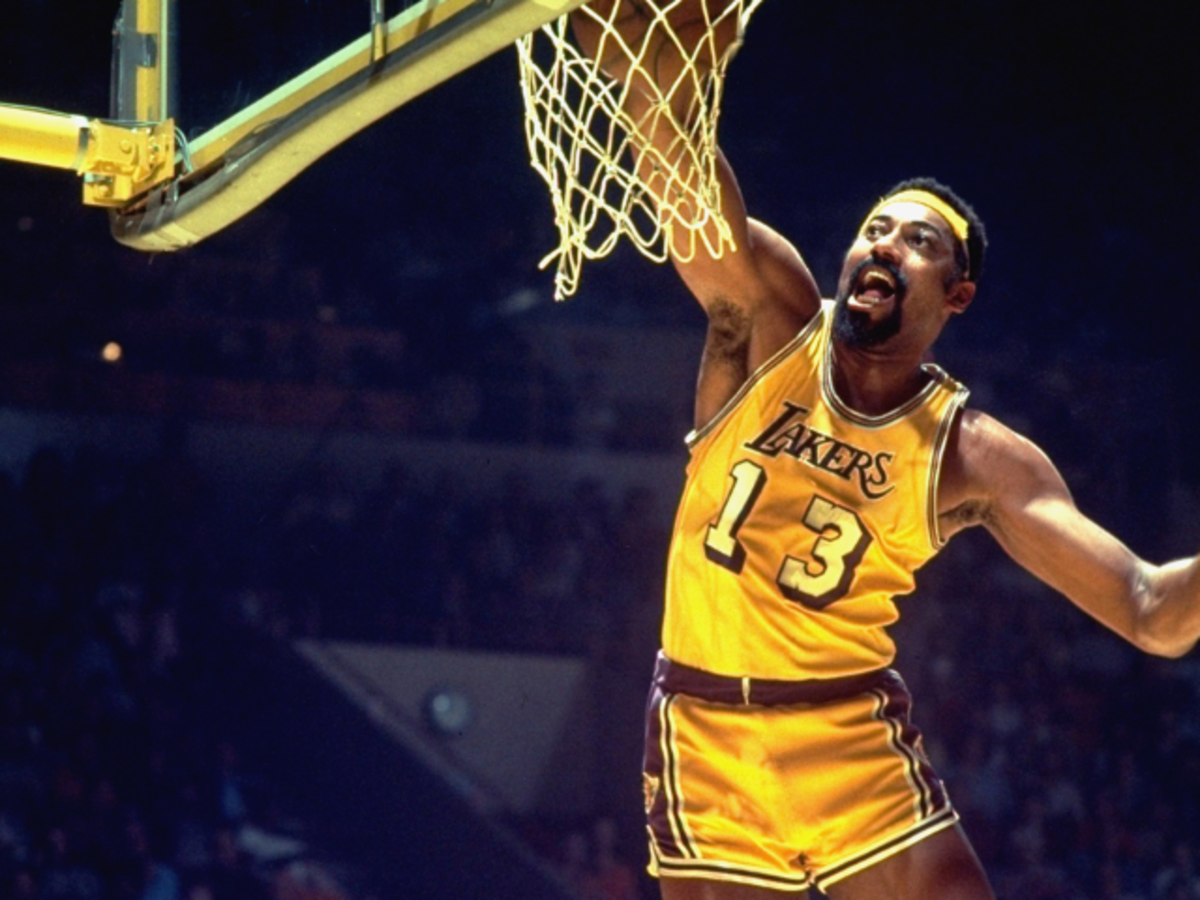 Chamberlain-with-Lakers