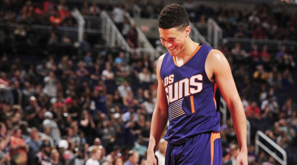 devin-booker-suns-ejected-signs-autograph-video