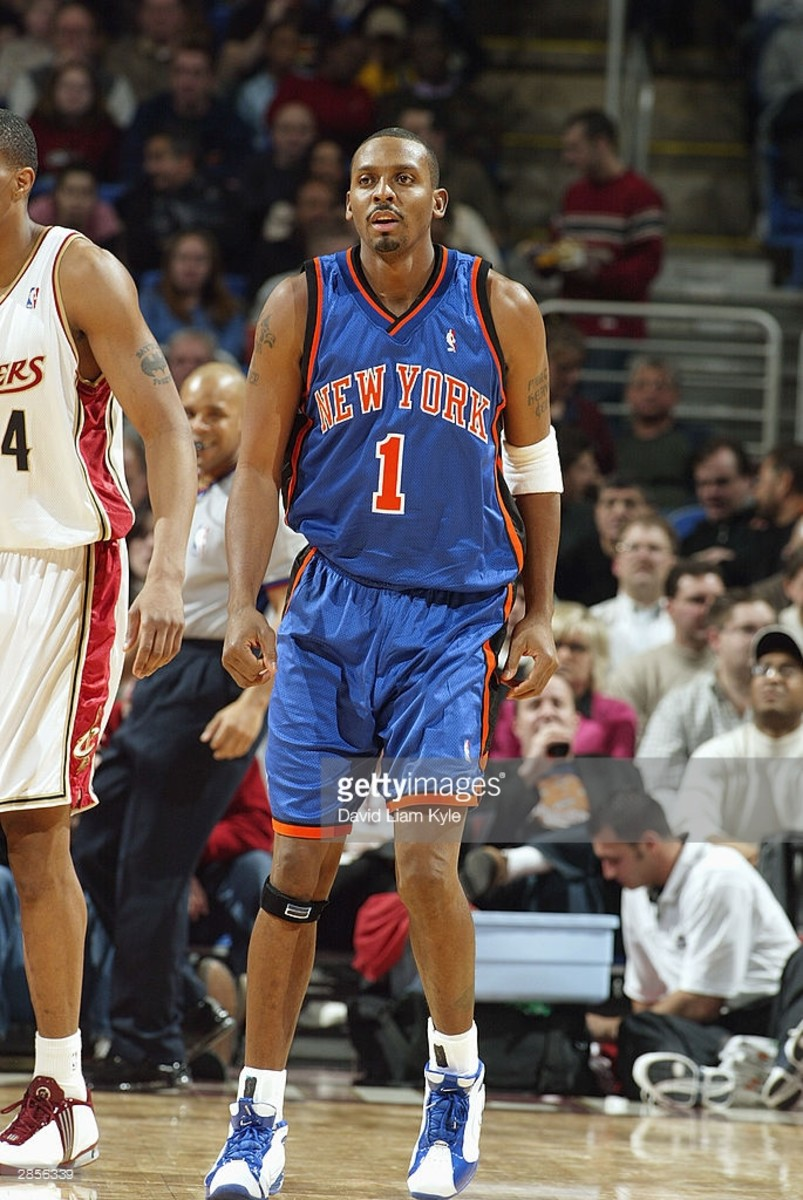 CLEVELAND - JANUARY 6:  Anfernee Hardaway #1 of the New York Knicks stands on the court during the game against the Cleveland Cavaliers at Gund Arena on January 6, 2004 in Cleveland, Ohio. The Cavaliers won 107-96 in Hardaway's Knick debut. Hardaway was traded by the Phoenix Suns along with Stephon Marbury and Cezary Trybanski to the New York Knicks in exchange for Antonio McDyess, Howard Eisley, Charlie Ward, Maciej Lampe, the rights to Milos Vujanic, two future first-round draft picks and cash.   NOTE TO USER: User expressly acknowledges and agrees that, by downloading and/or using this Photograph, User is consenting to the terms and conditions of the Getty Images License Agreement (Photo by David Liam Kyle/NBAE via Getty Images) *** Local Caption *** Anfernee Hardaway