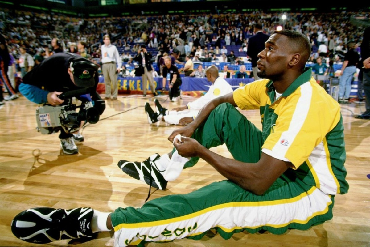 PHOENIX - FEBRUARY 12:  Shawn Kemp #40 of the Western Conference All-Stars laces up his sneakers prior to the 1995 NBA All-Star Game played February 12, 1995 at America West Arena in Phoenix, Arizona.  NOTE TO USER: User expressly acknowledges that, by downloading and or using this photograph, User is consenting to the terms and conditions of the Getty Images License agreement. Mandatory Copyright Notice: Copyright 1995 NBAE (Photo by Andrew D. Bernstein/NBAE via Getty Images)