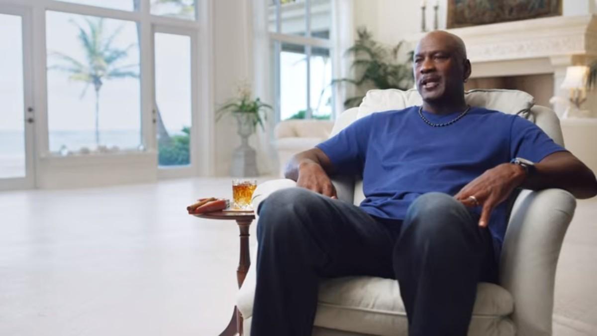 por no mencionar empleo Clínica  Michael Jordan Was Drinking $1800 Tequila During His 'Last Dance ...