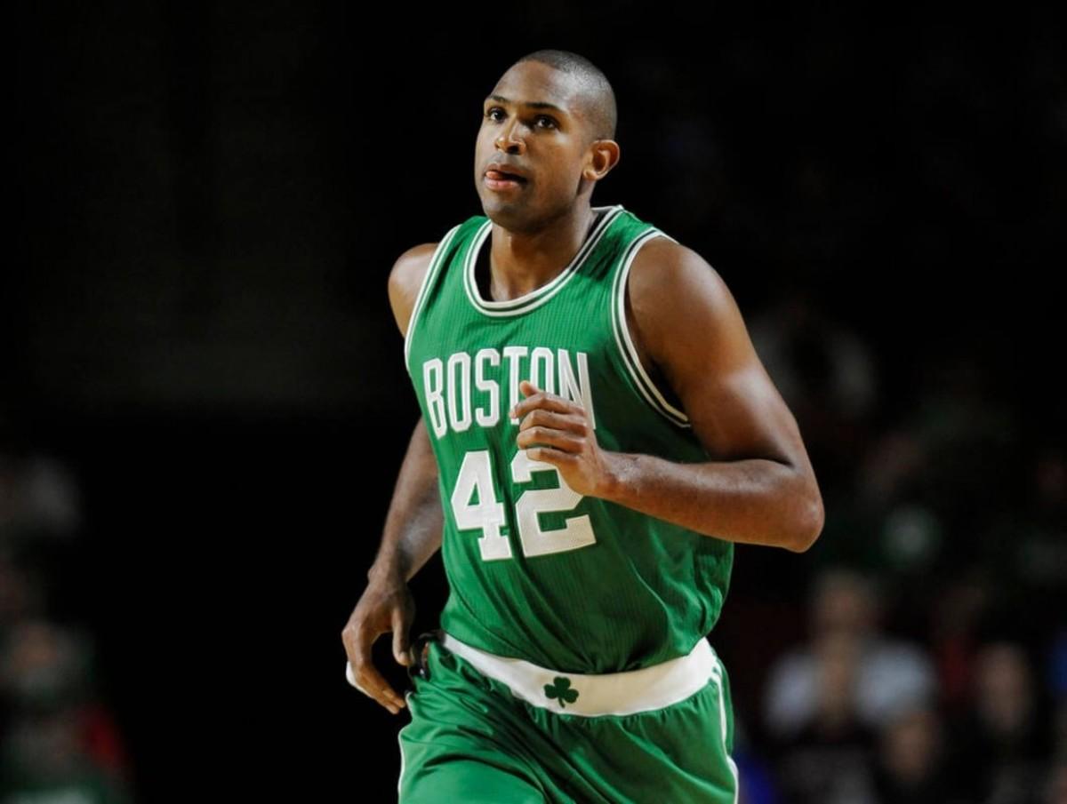 Celtics 76ers Basketb_Rose