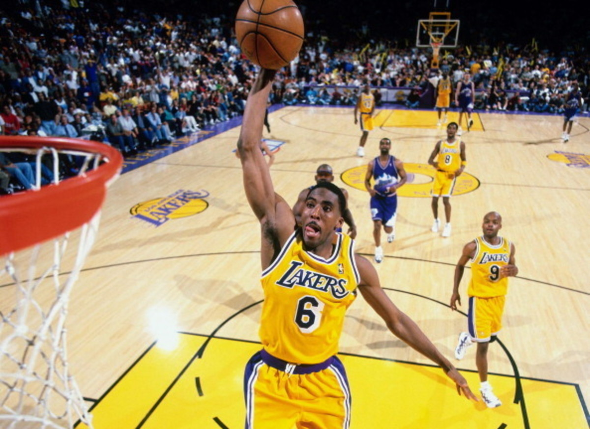 INGLEWOOD, CA - MAY 22: Eddie Jones #6 of the Los Angeles Lakers dunks against the Utah Jazz in Game Three of the Western Conference Semifinals as part of the 1998 NBA Playoffs, played on May 22, 1998 at the Great Western Forum in Inglewood, California. NOTE TO USER: User expressly acknowledges and agrees that, by downloading and or using this photograph, User is consenting to the terms and conditions of the Getty Images License Agreement. Mandatory Copyright Notice: Copyright 1998 NBAE (Photo by Andrew D. Bernstein/NBAE via Getty Images)