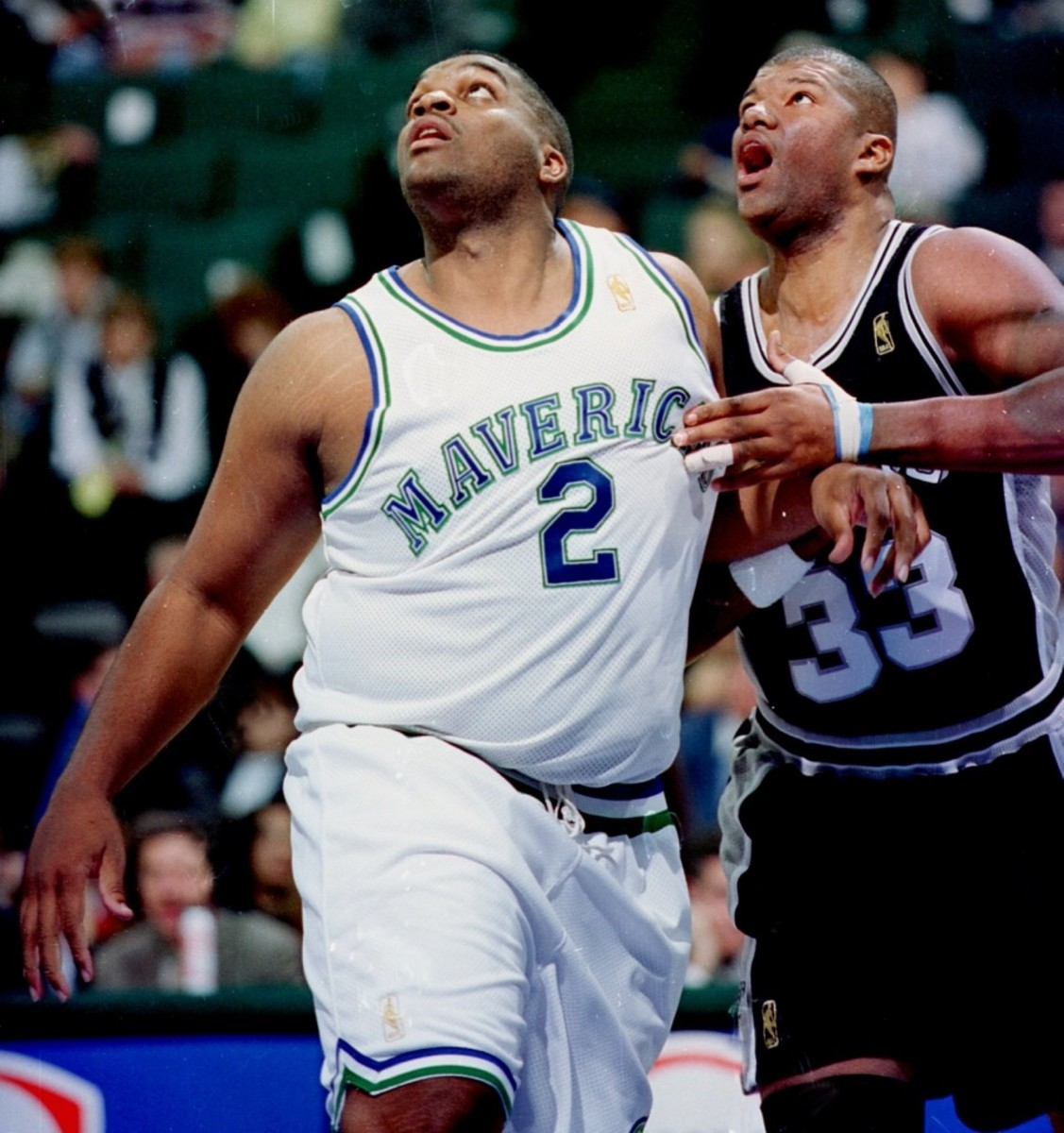 ORG XMIT:  Dallas Mavericks' #2 Oliver Miller in action against the San Antonio Spurs on 11/26/96. Photographer: Louis DeLuca  Credit: 97835    Date: 19961129