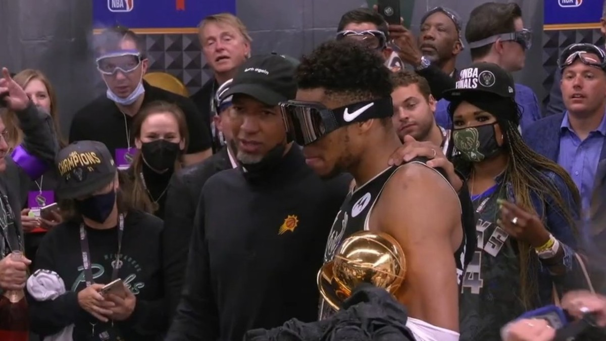 """Phoenix Suns Head Coach Monty Williams Goes To Milwaukee Bucks Locker Room To Congratulate Them For Championship Win: """"You Guys Made Me A Better Coach And You Made Us A Better Team"""""""