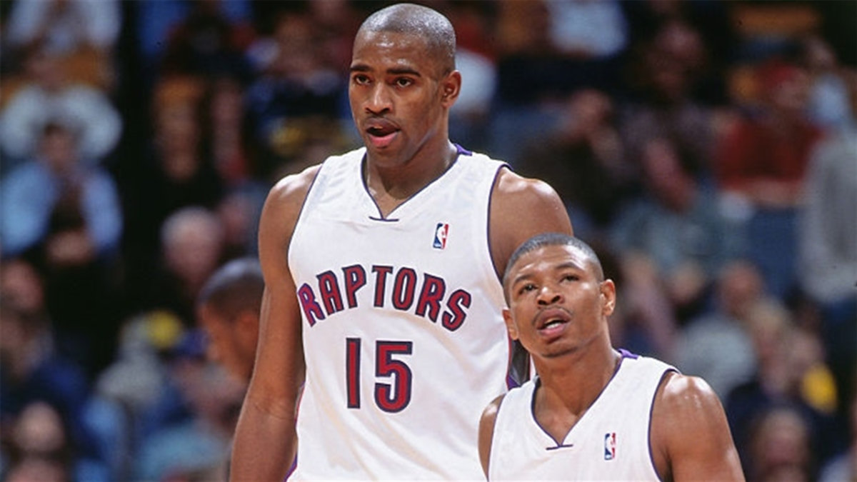 """Vince Carter Says Toronto Raptors Had A 'Muggsy Bogues' Rule: """"When You Dribble The Ball And You Don't See Muggsy Bogues, You Probably Should Pick It Up Because He's Behind You And About To Steal It"""""""